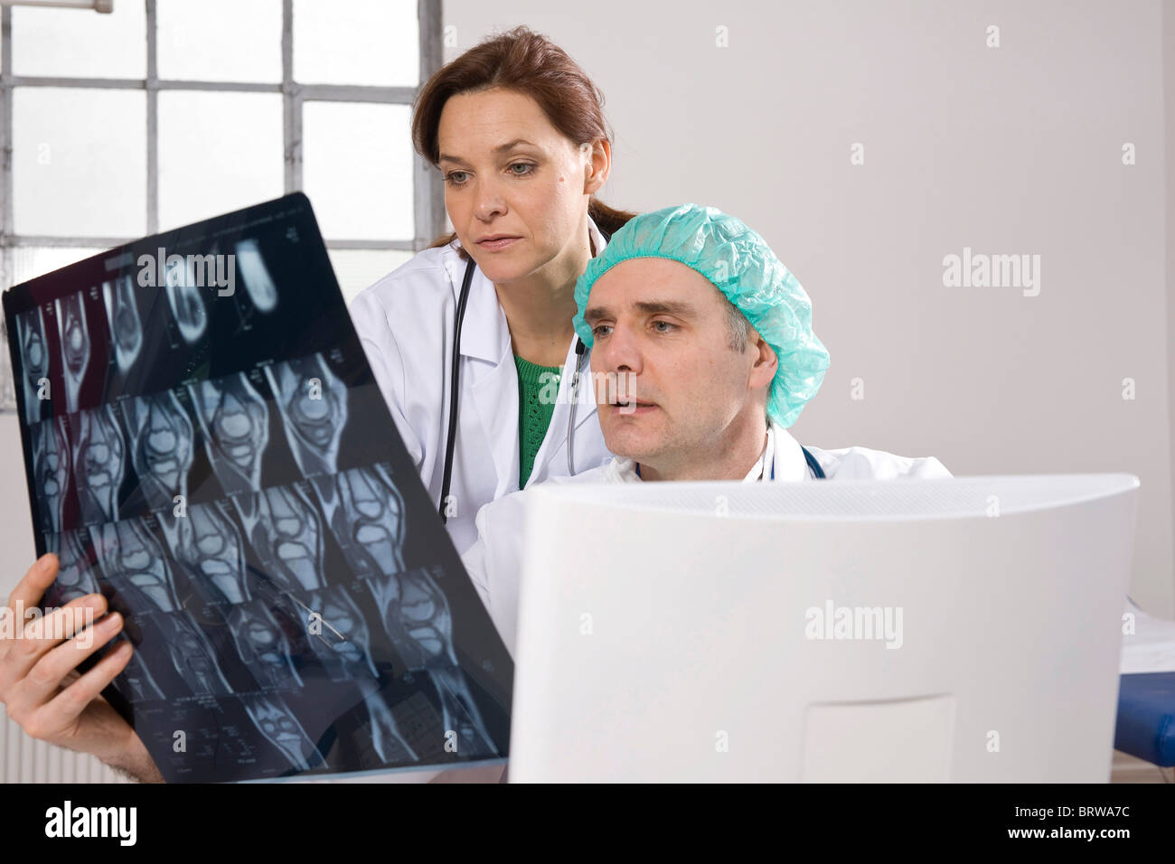 Two doctors talking about an x-ray result - Stock Image