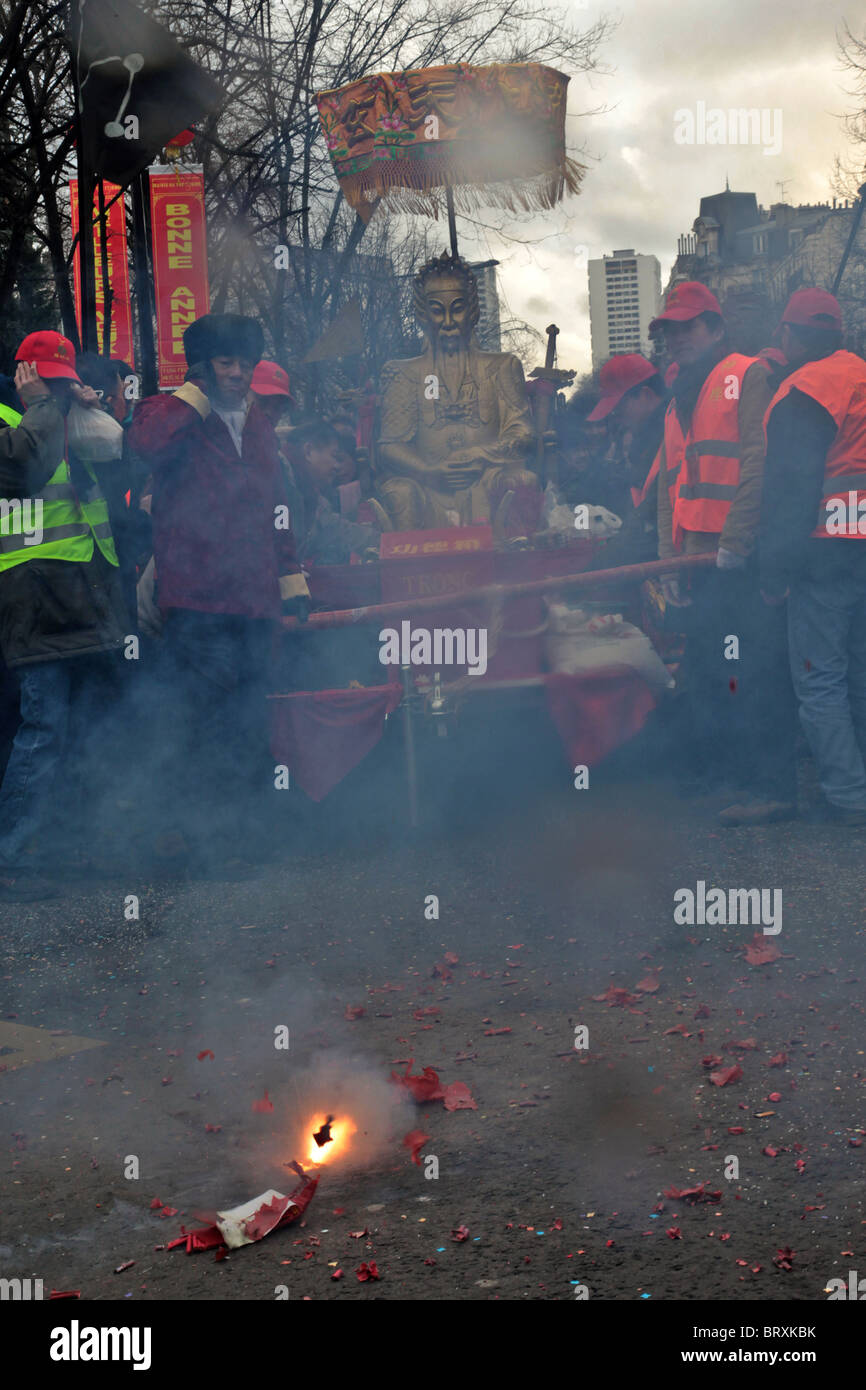 FIRECRACKERS, PARADE IN PARIS TO CELEBRATE THE START OF THE YEAR OF THE TIGER, CHINESE NEW YEAR, PARIS (75) 13TH - Stock Image