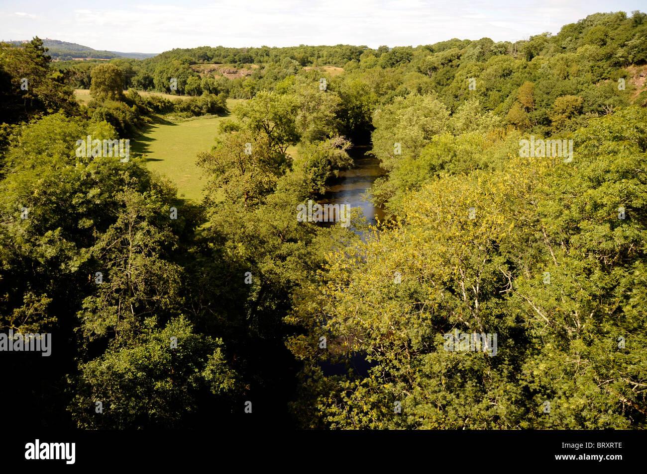 Pierre De L Yonne cure river at pierre-perthuis,morvan national stock photo