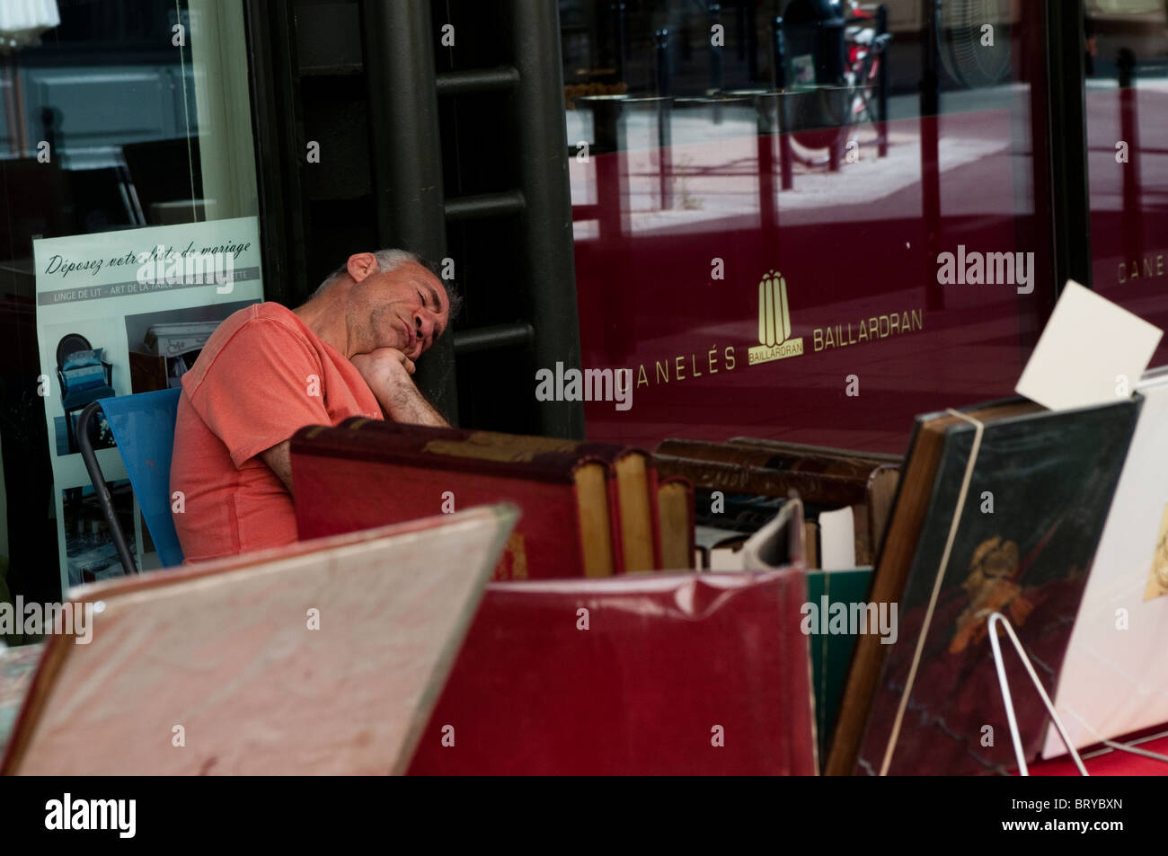 Bookseller sleeping at the Grands Hommes Shopping centre, Bordeaux, France - Stock Image