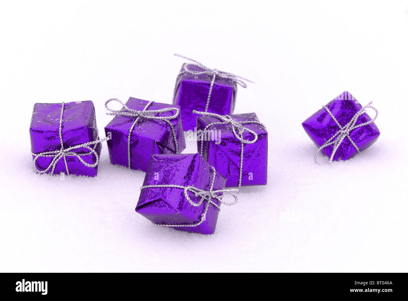 Geschenk im Schnee - gift in snow 04 - Stock Image