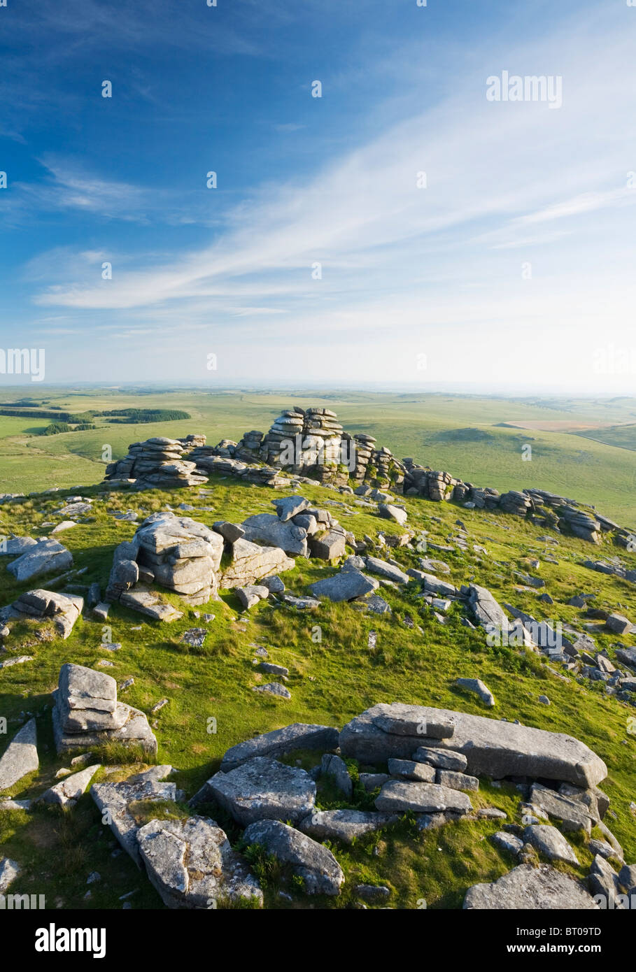 Granite rock formations on the summit of Rough Tor, Bodmin Moor. Cornwall. England. UK. - Stock Image