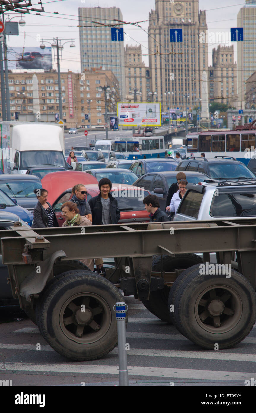 Traffic congestion at pl Evropy square in front of Kievsky vokzal train station Moscow Russia Europe - Stock Image