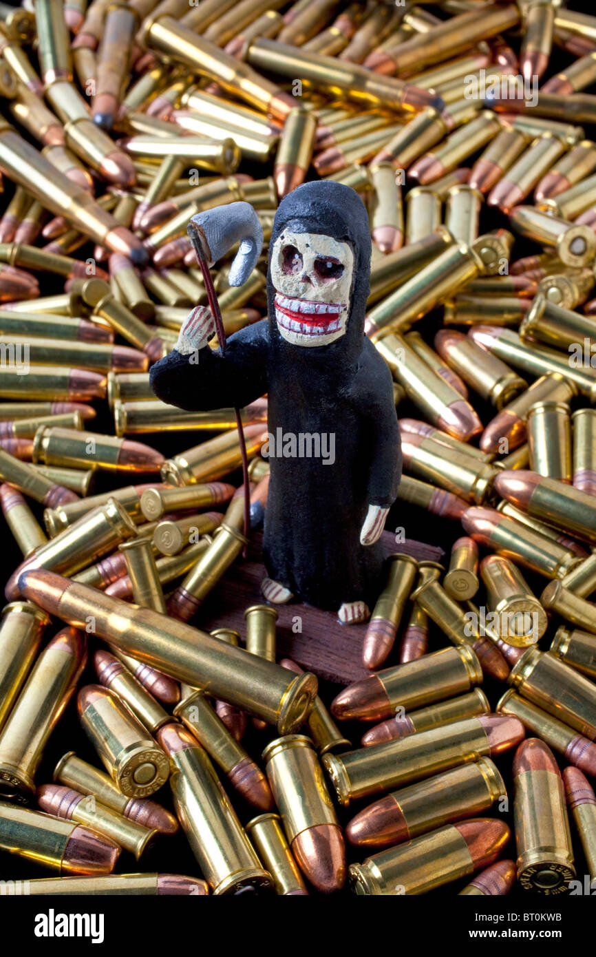 Mexican folk art death among bullets - Stock Image