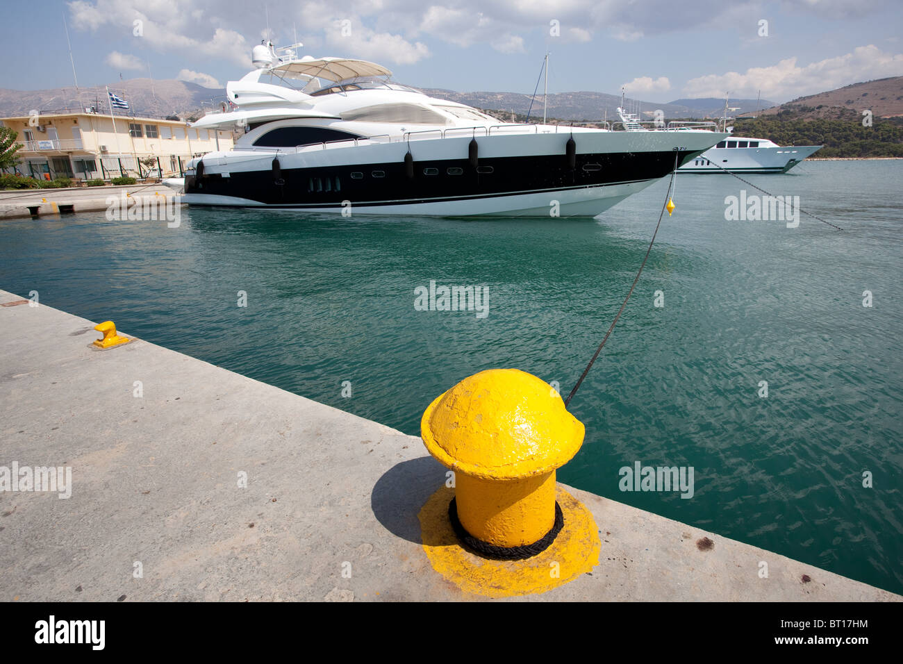 Luxury private yacht tied up at Cephalonia harbour - Stock Image