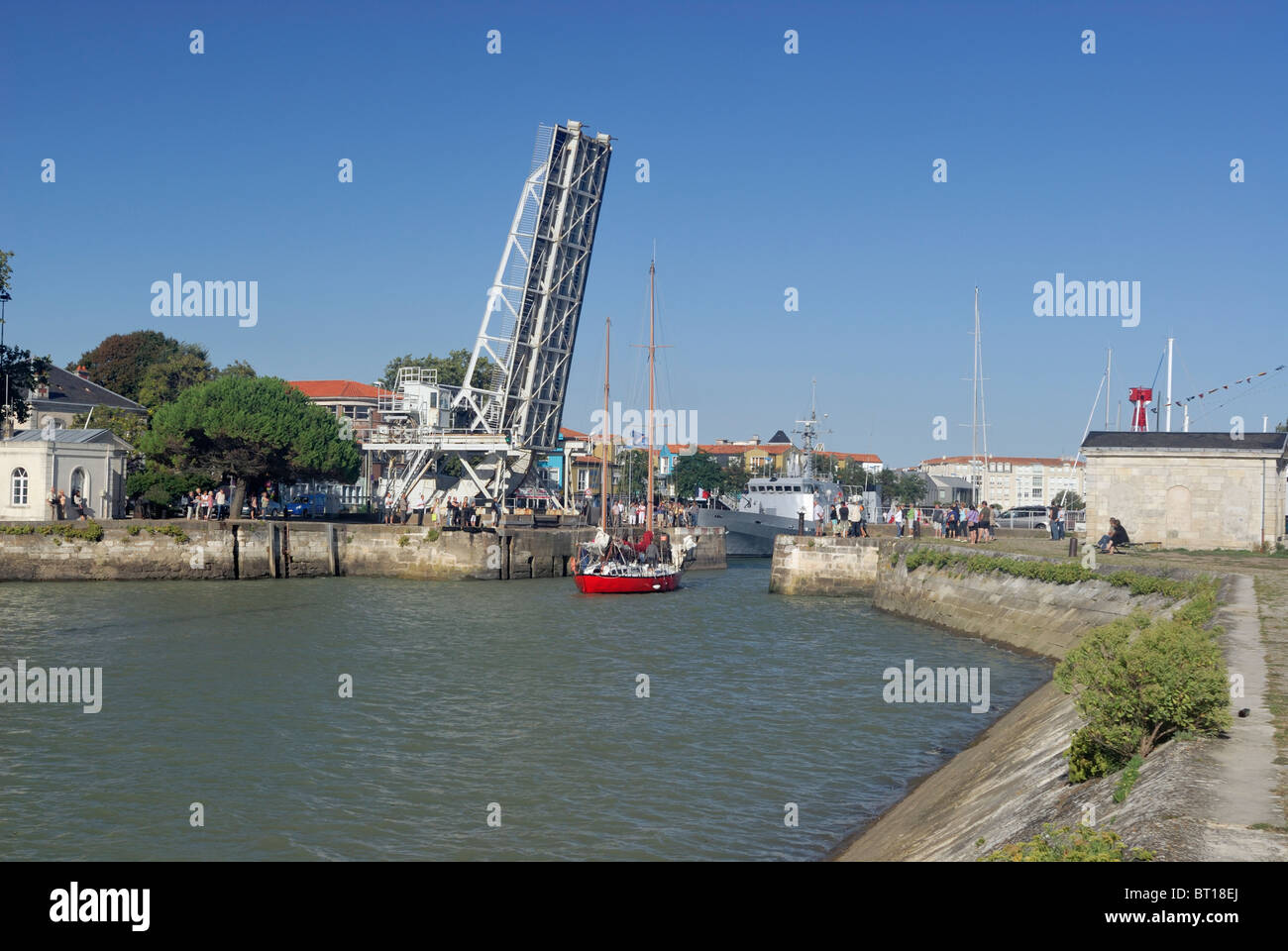Gabut Bascule raised a sailboat enters the channel to the straight of Pertuis d'Antioche La Rochelle Charente - Stock Image