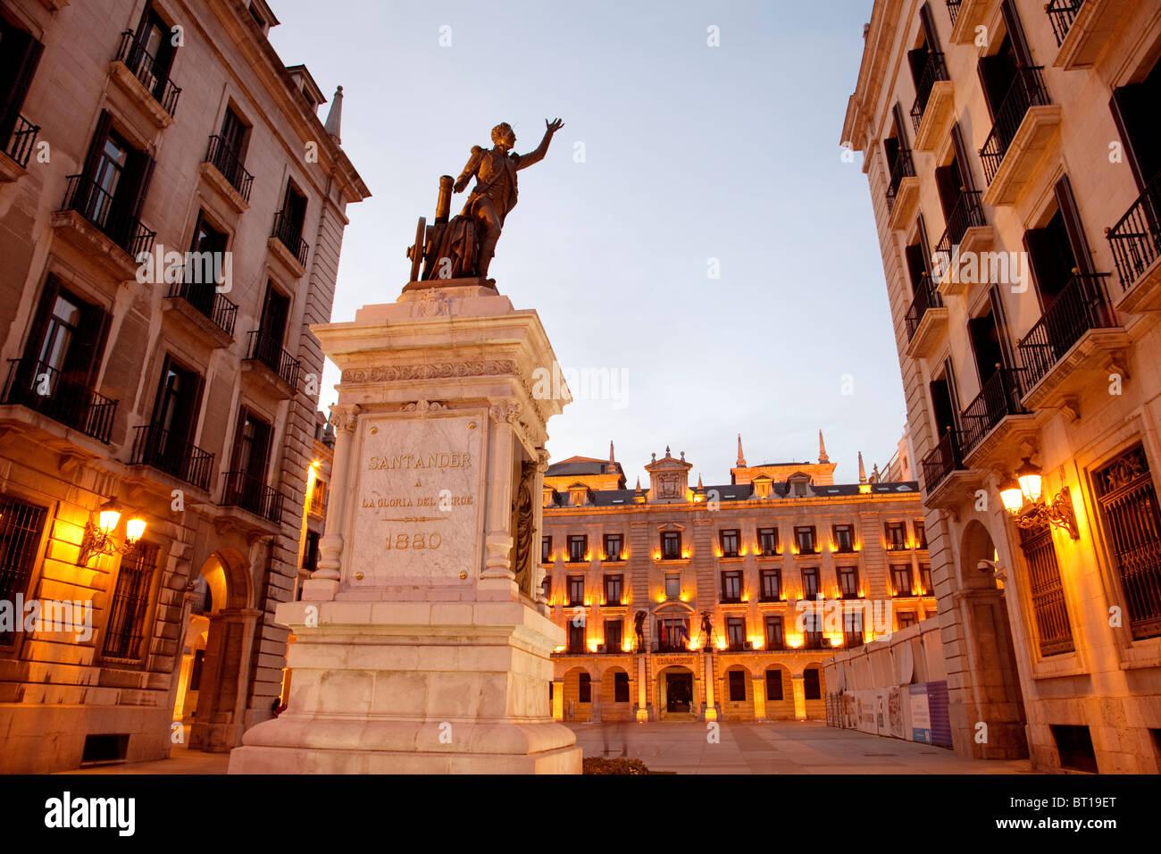 Plaza Porticada en el centro histórico de Santander Cantabria España arcaded square historic center Santander - Stock Image