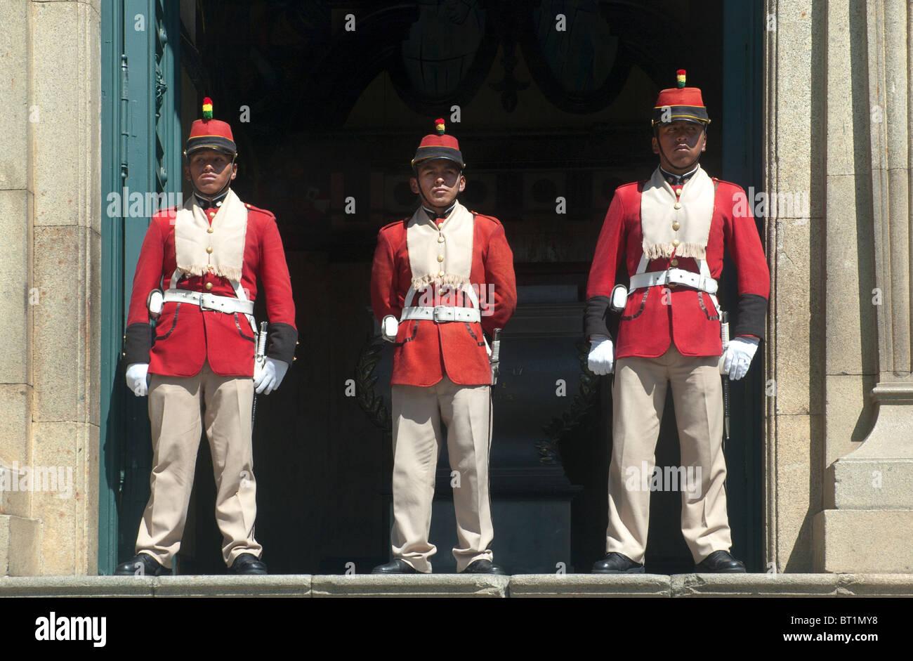 The Guard, outside the Presidents Building, Murillo Plaza, La Paz, Bolivia. - Stock Image