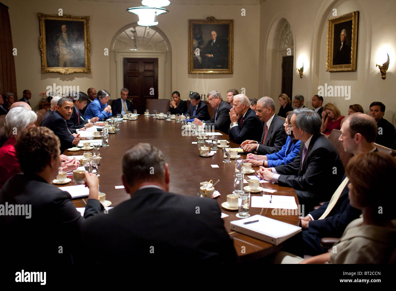 President Barack Obama meets with Cabinet members in the Cabinet Room of the White House, Sept. 15, 2010. - Stock Image