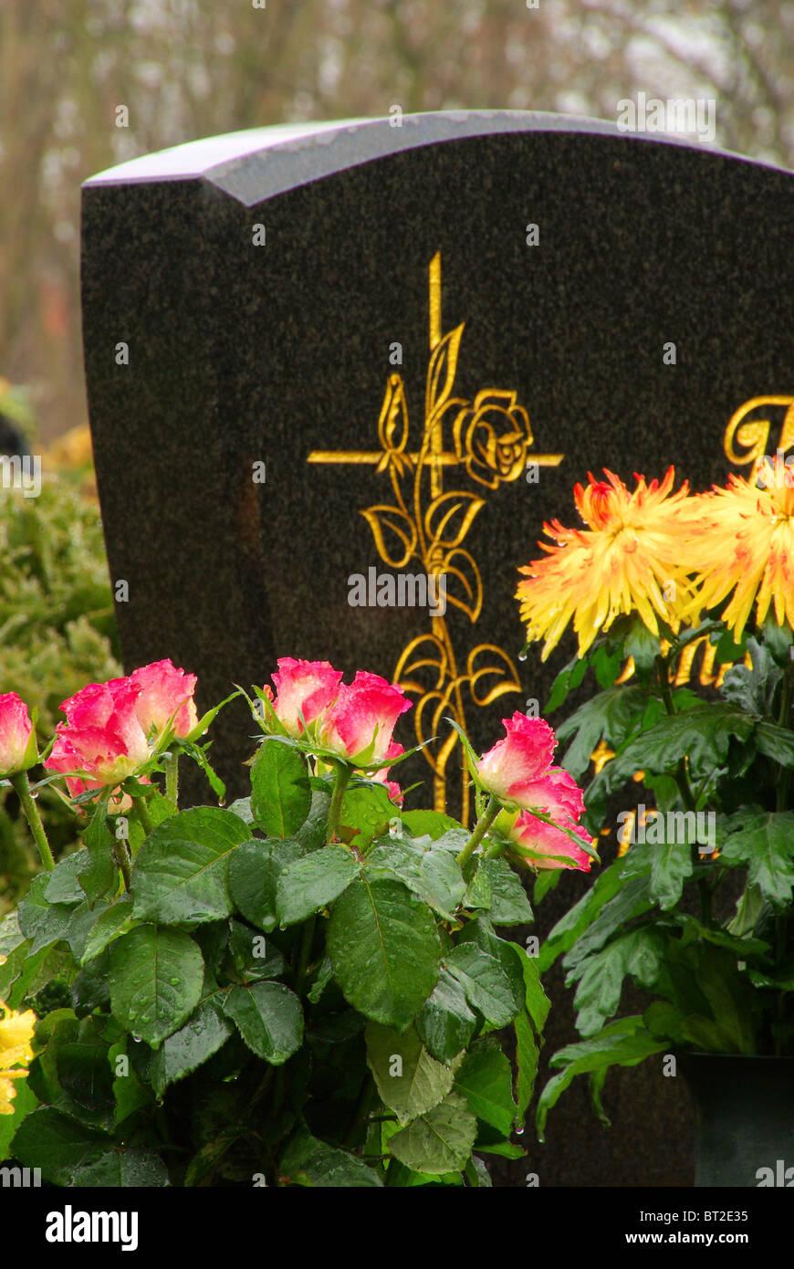 Friedhofsgesteck - floral arrangement cemetery 24 - Stock Image