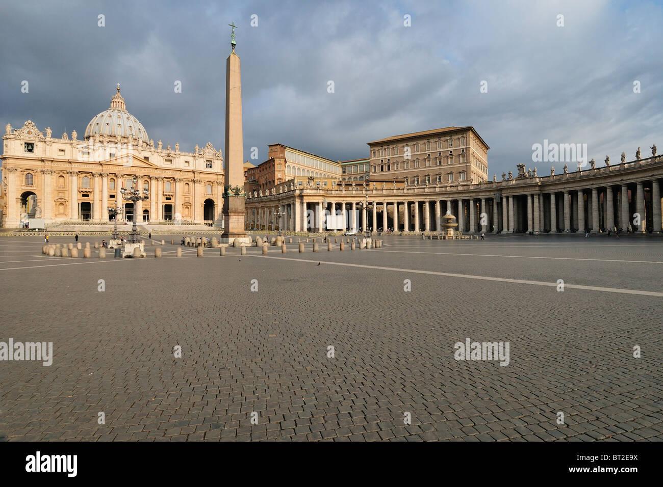 Rome. Italy. Basilica di San Pietro, Piazza San Pietro / St Peter's Square. - Stock Image