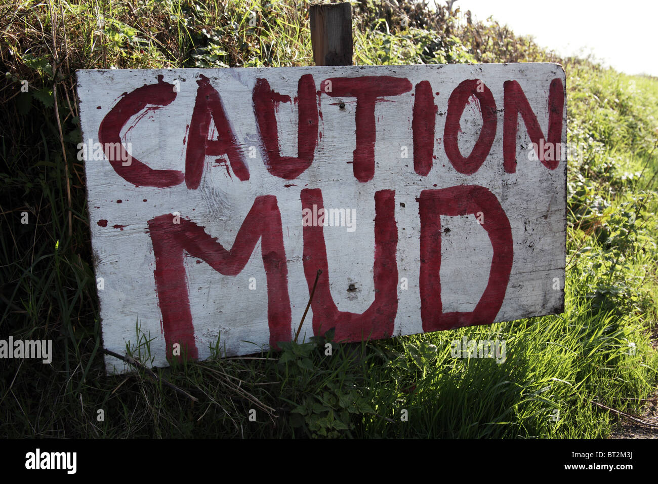 Caution Mud. Handwritten sign on country road - Stock Image
