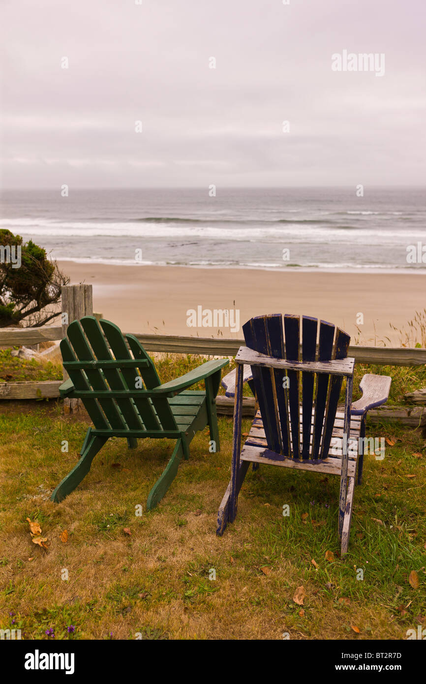 YACHATS, OREGON, USA - Two chairs on Central Oregon coast at Cape Perpetua Scenic Area. - Stock Image