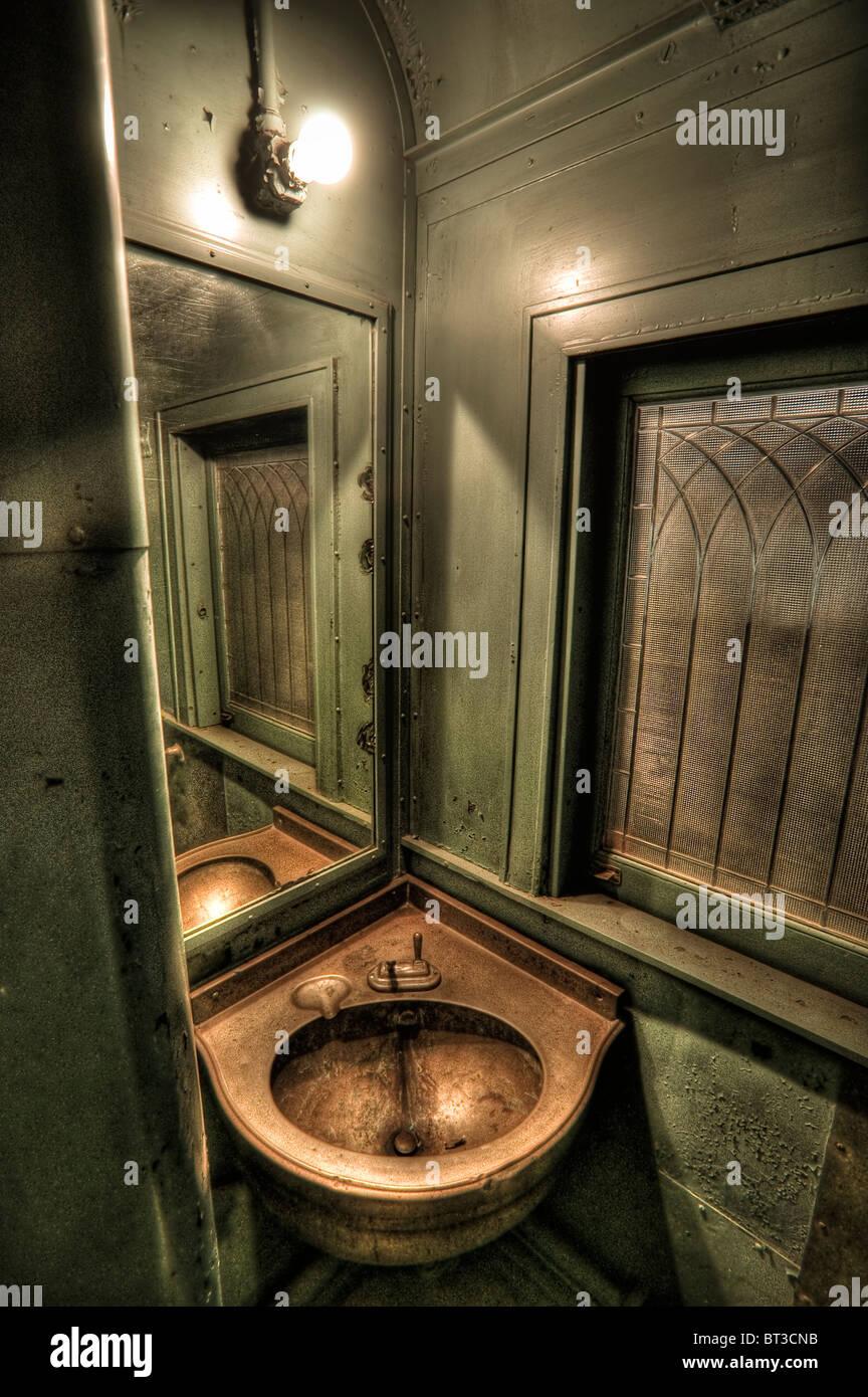 Bathroom interior on a vintage train - Stock Image