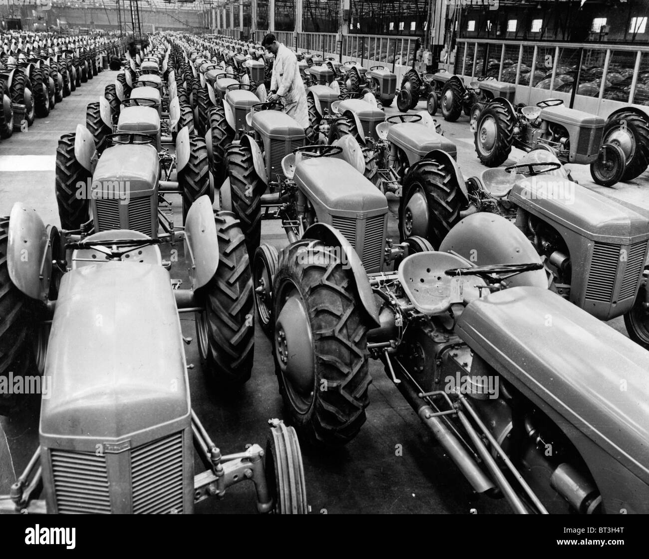 Ferguson tractors on the production line at Banner Lane, Coventry in 1949 - Stock Image