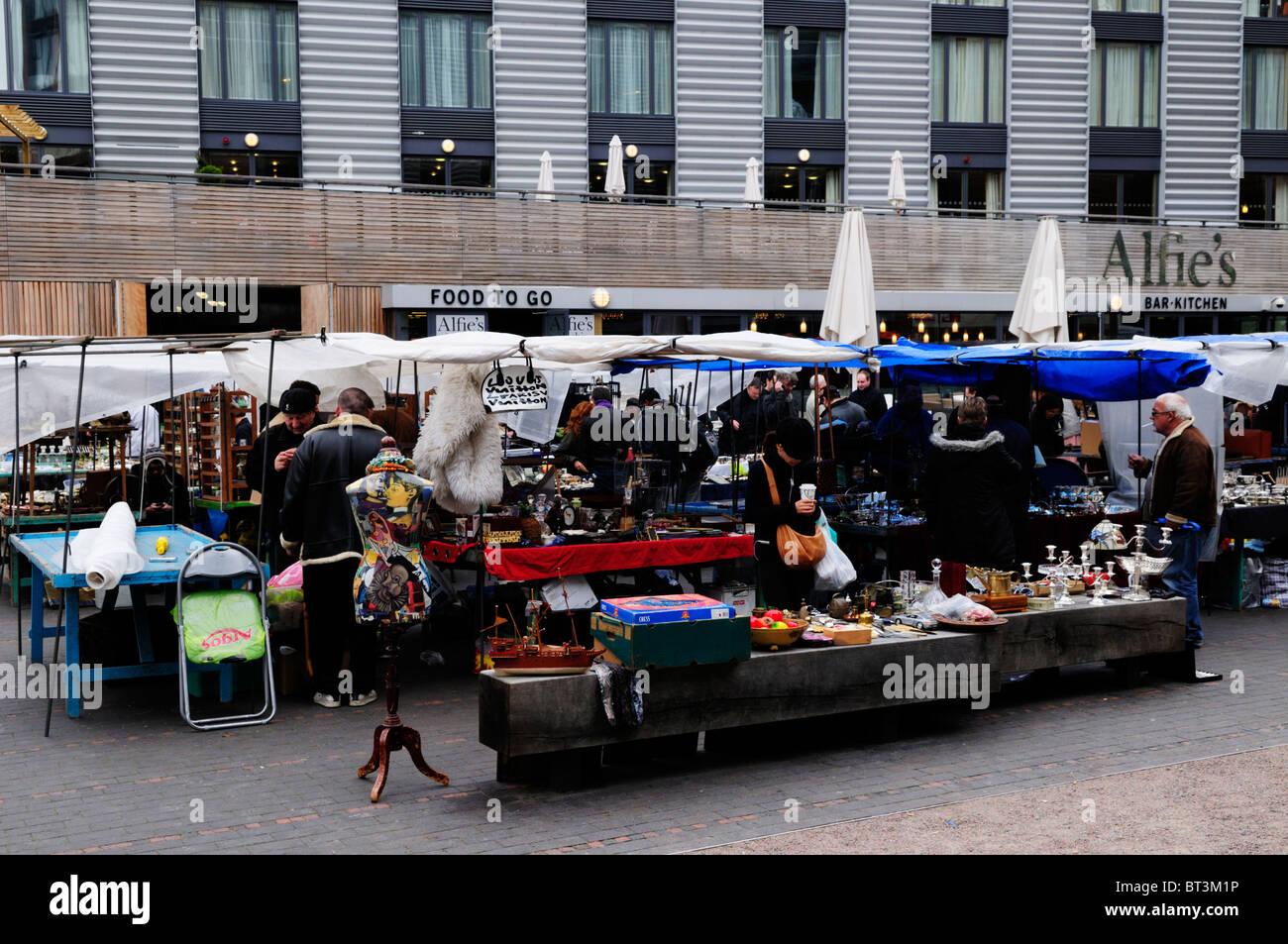 Bermondsey Square Antiques Market, Bermondsey, London, England, UK - Stock Image