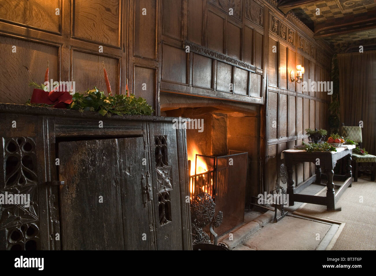 Haddon Hall, Oak Panelled Dining Room At Christmas, Derbyshire, England, UK