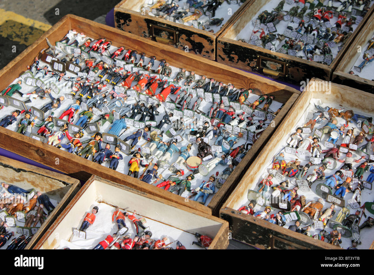 antique toy soldiers for sale at portobello road market notting stock photo 32049819 alamy. Black Bedroom Furniture Sets. Home Design Ideas