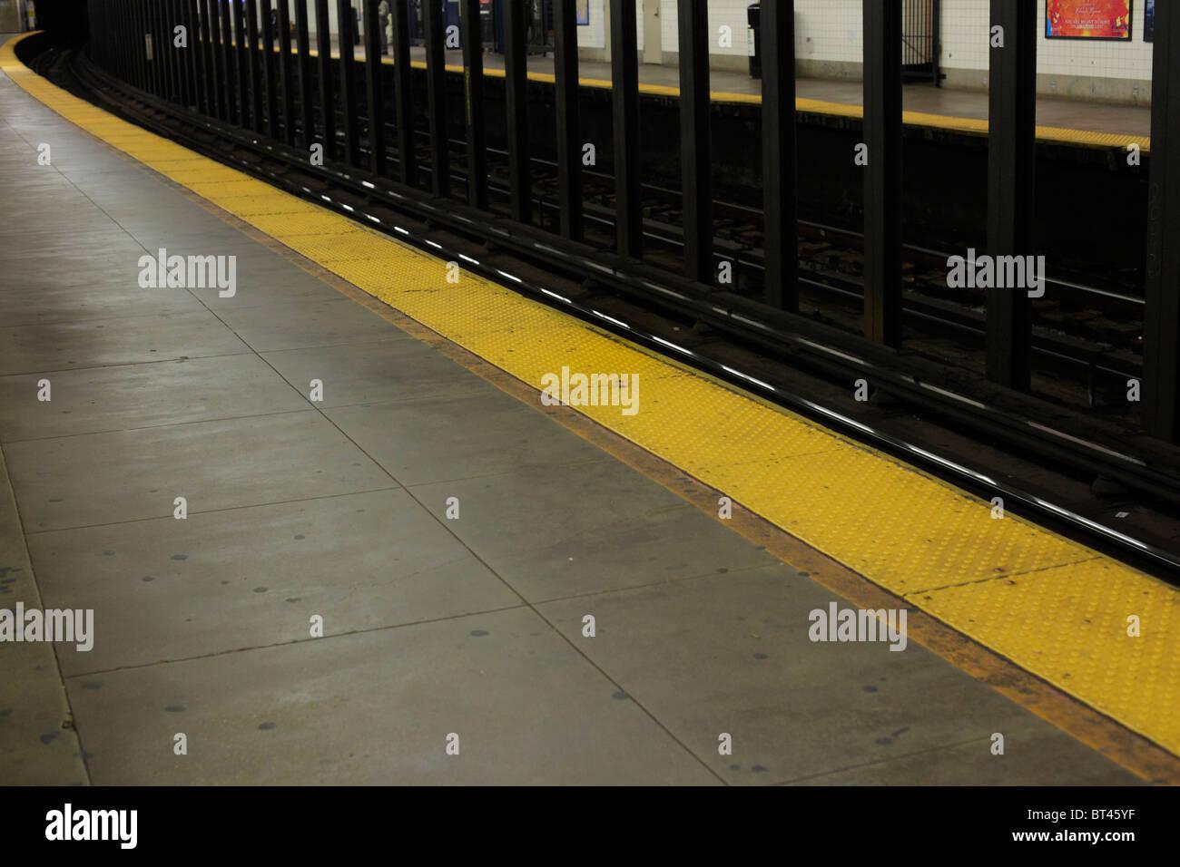 Empty Subway platform New York City - Stock Image