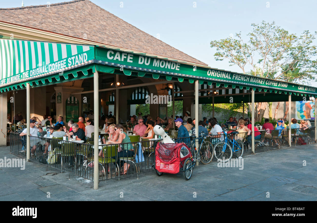 Louisiana, New Orleans, French Quarter, Cafe du Monde, coffee stand restaurant - Stock Image