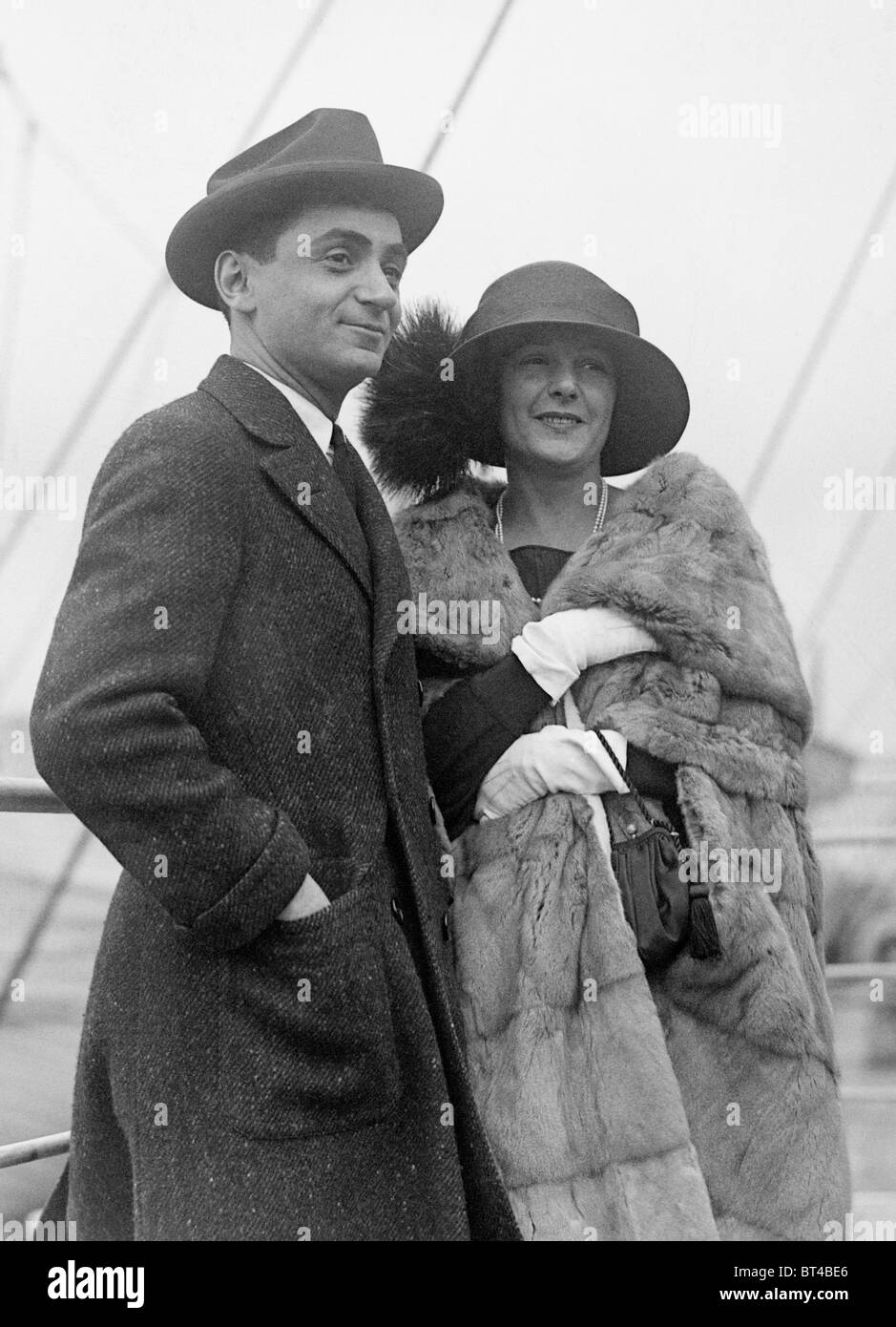 Vintage photo circa 1912 of American composer and lyricist Irving Berlin (1888 - 1989) and his first wife Dorothy - Stock Image
