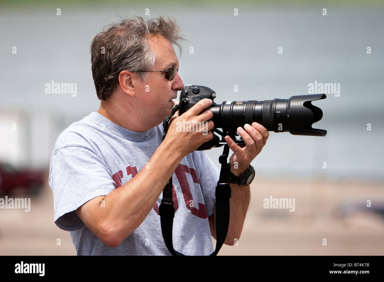 Professional Photographer Jim Reed scouts a photo in South Dakota, USA, June 3, 2010. - Stock Image