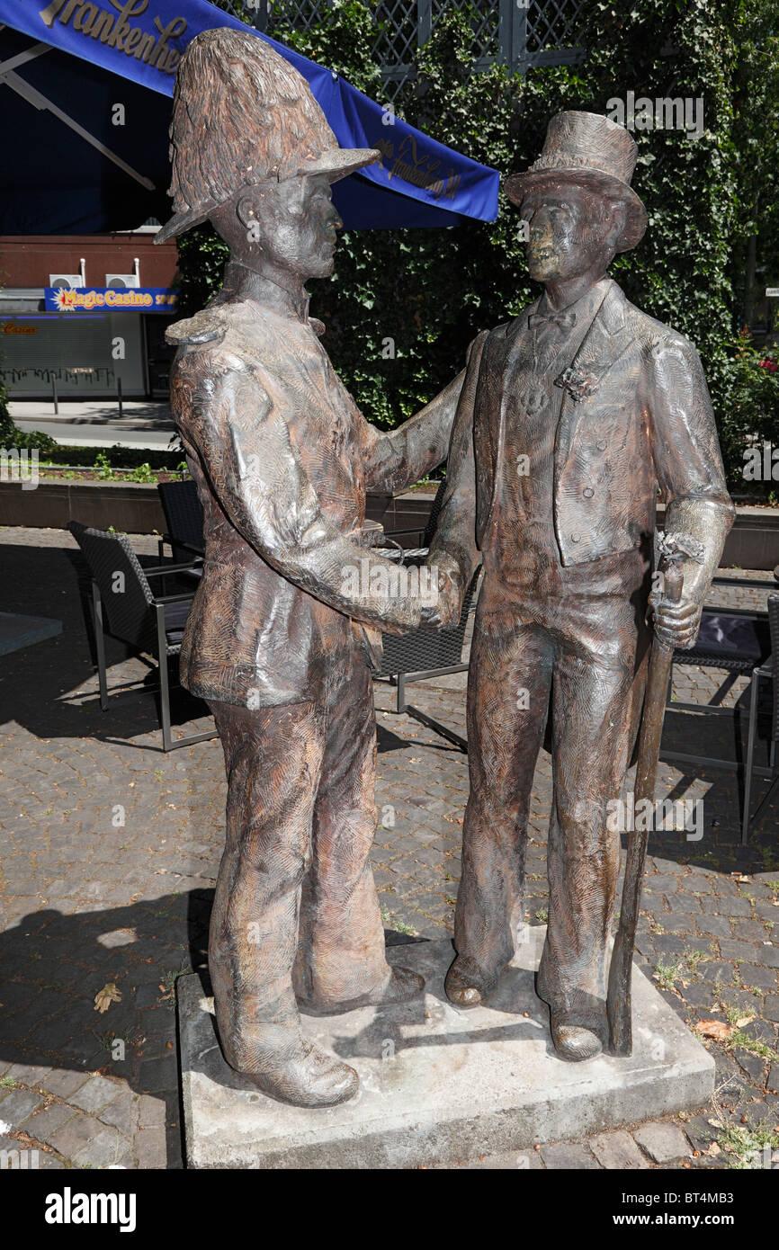 Denkmal Deutsch-Franzoesische Freundschaft am Hamtorplatz in Neuss, Niederrhein, Nordrhein-Westfalen - Stock Image