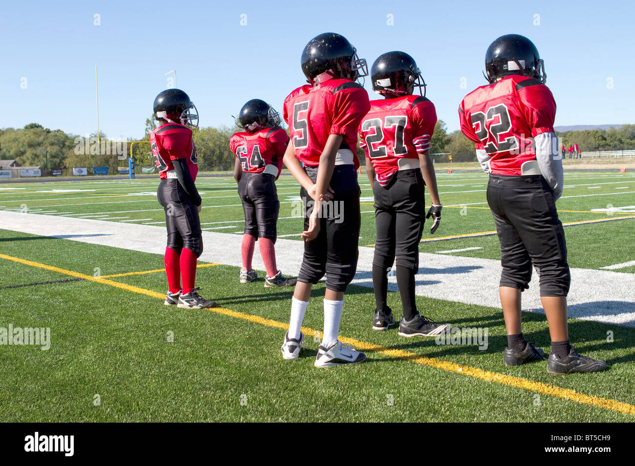 Players on the sidelines during an american football inner city league game in Roanoke, Virginia. - Stock Image