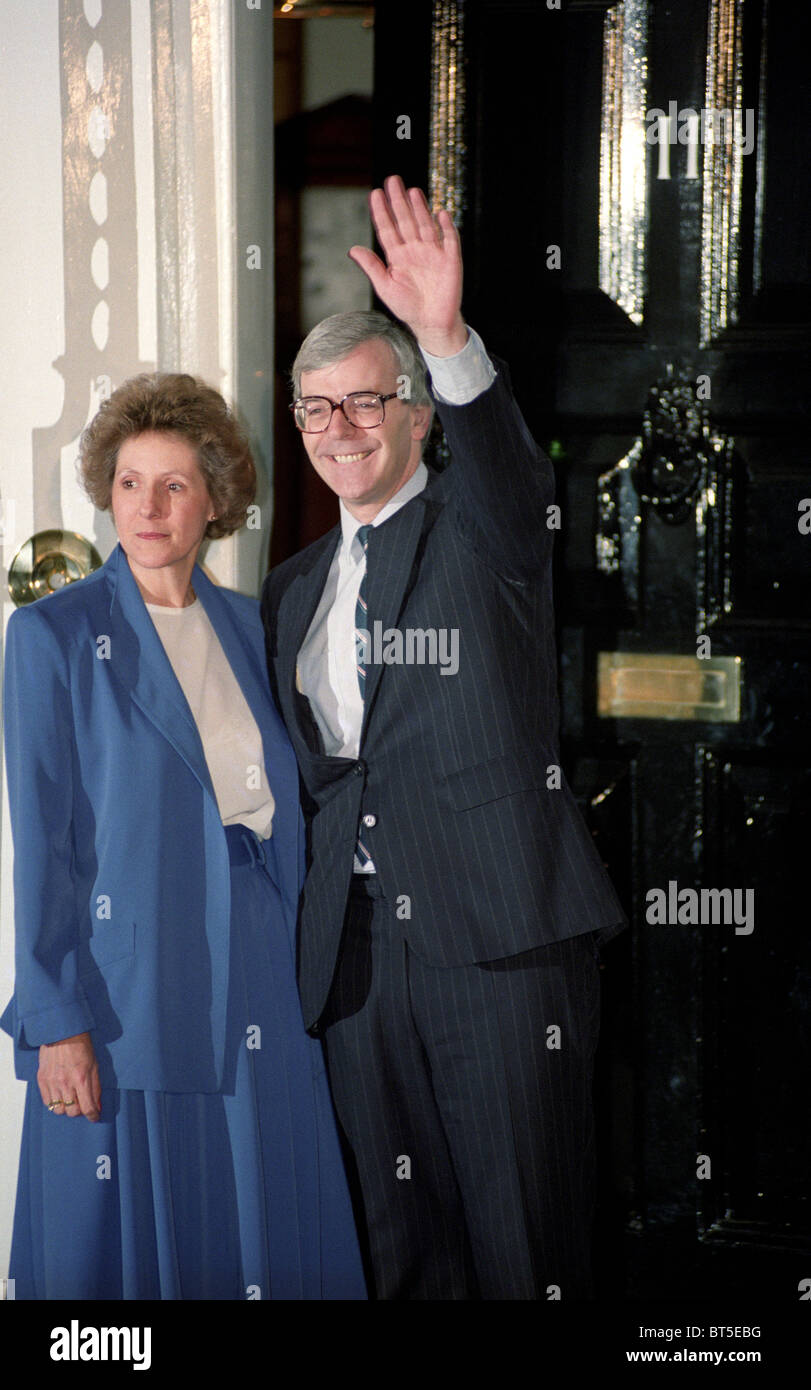 John and Norma Major outside 11 Downing Street after he became Conservative Party leader and Prime Minister - Stock Image