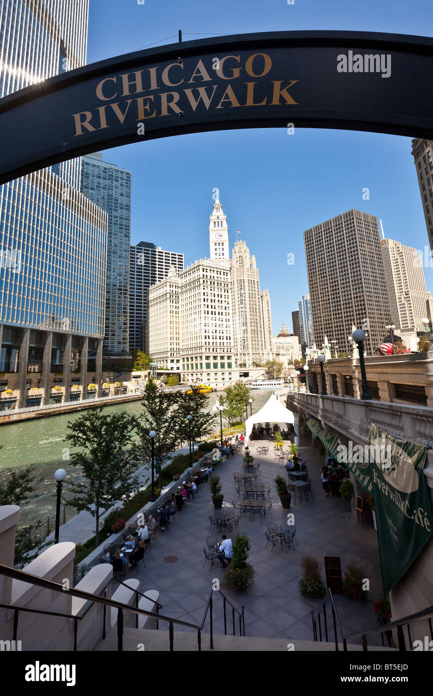 Chicago Tribune and Wrigley buildings along Michigan Ave with view of Chicago River and Riverwalk Chicago, IL, USA. - Stock Image