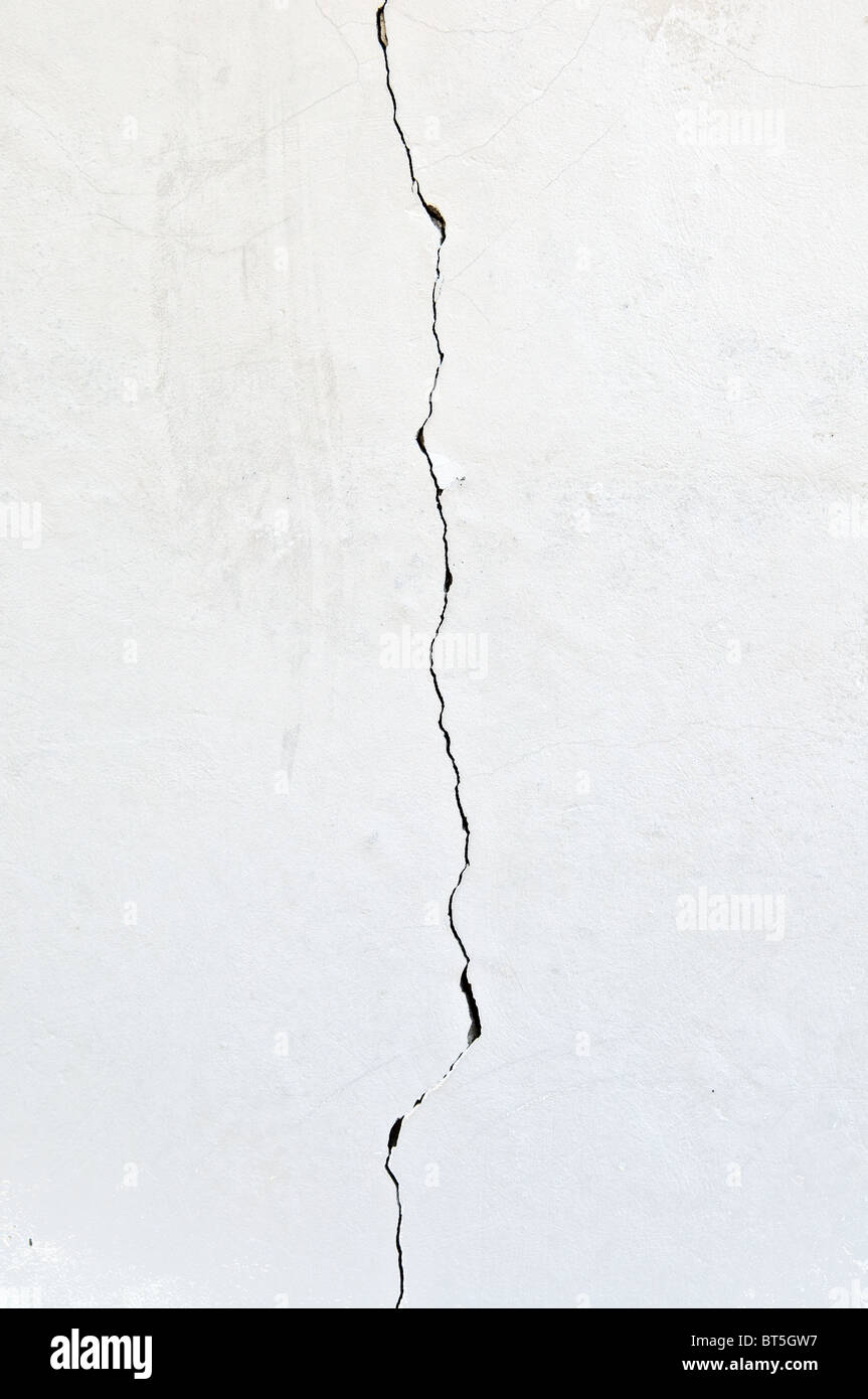 crack in the wall running vertically with extra textures - Stock Image
