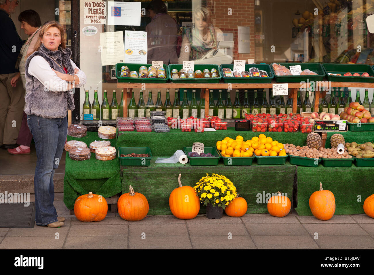 Outside of green grocers with display of pumpkins - Stock Image