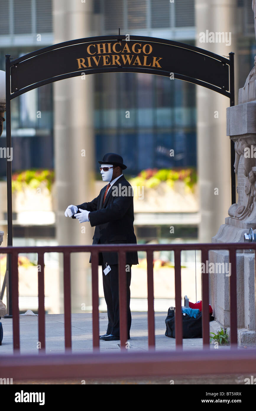 A mime performs on the N Michigan Ave Bridge in Chicago, IL, USA. Stock Photo