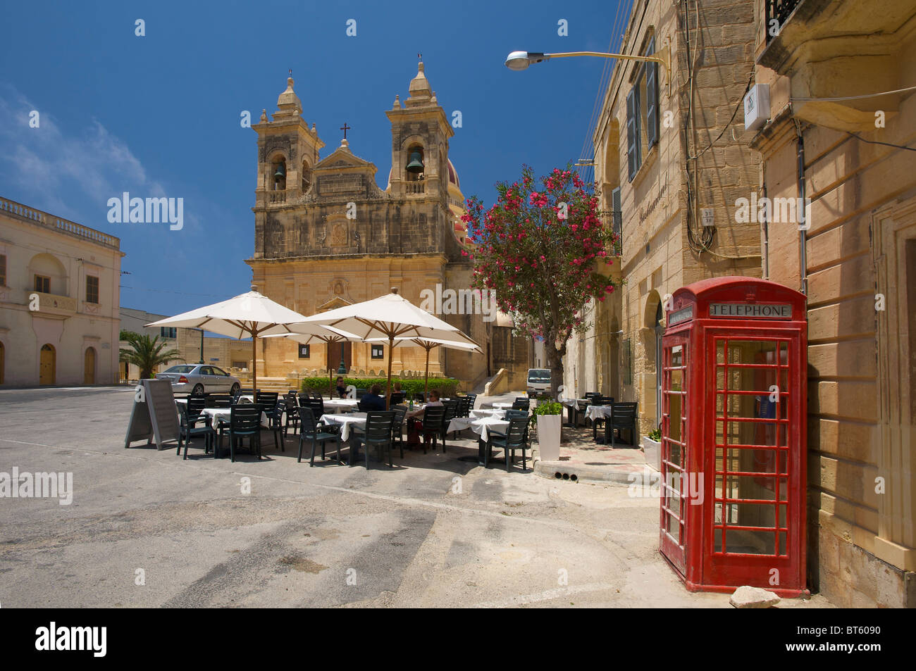 Street Cafe in front of the Cathedral in San Lawrenz, Gozo Island, Malta - Stock Image