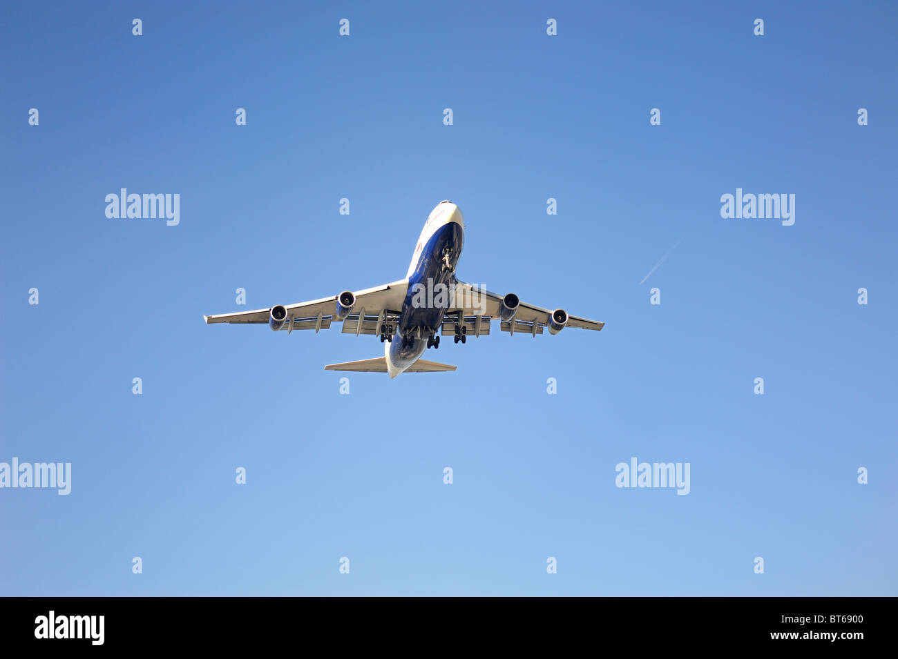 British Airways jumbo jet 747 coming in to land Stock Photo