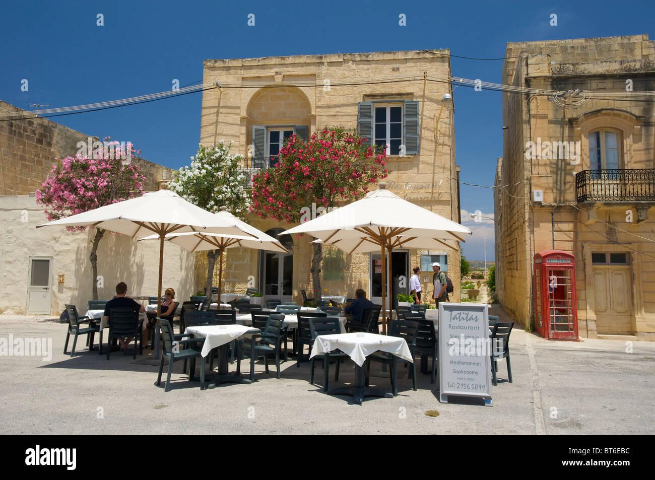 Street Cafe in San Lawrenz, Gozo Island Malta - Stock Image
