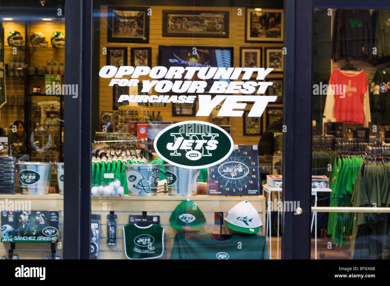 c6e97084 New York Jets Shop in New York City Stock Photo: 32114387 - Alamy