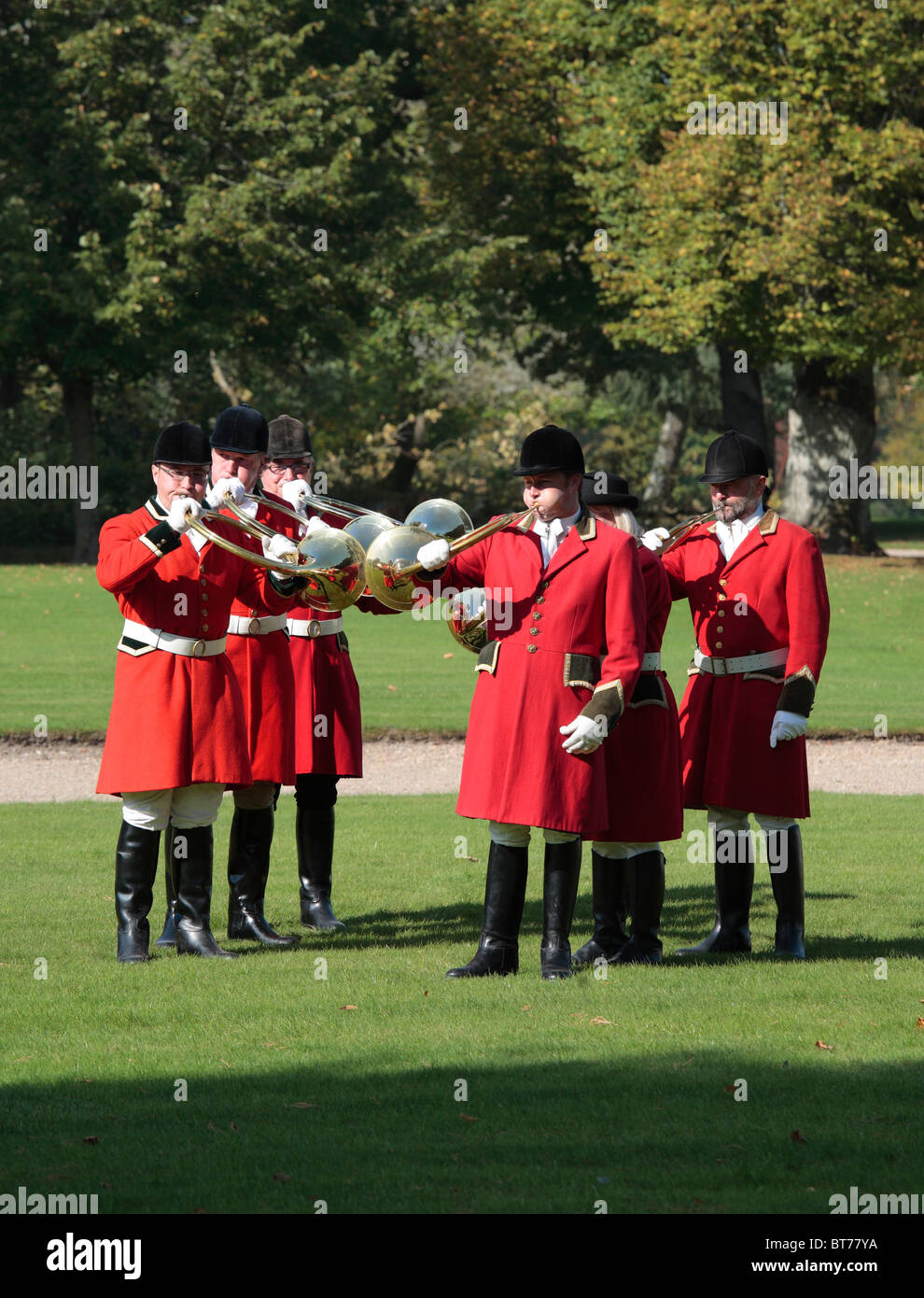 Huntsmen in Red Coats, blowing horns at Chateau de Cheverny in the Loire Valley, France - Stock Image