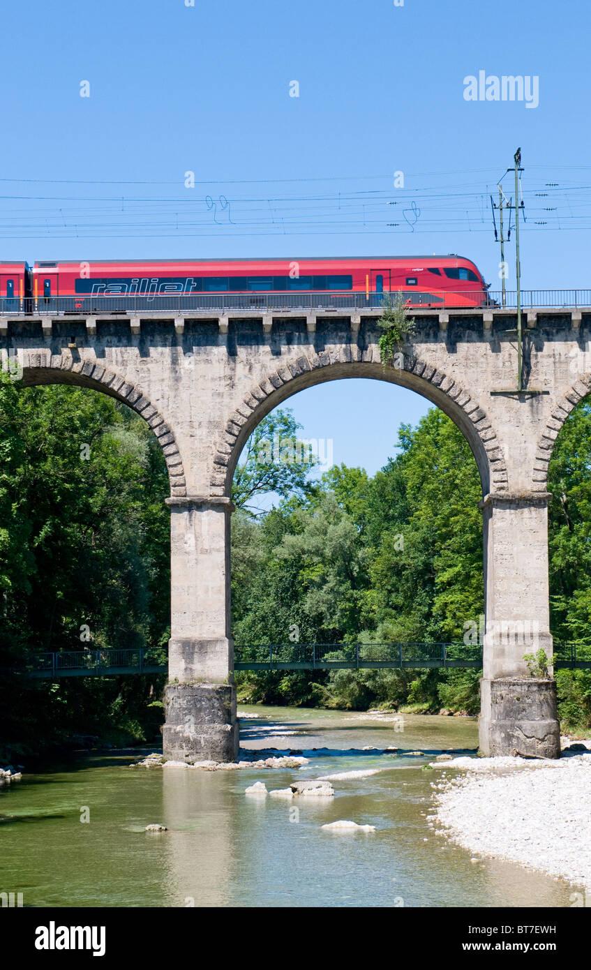 Austrian railjet train on the so called viadukt an Traunstein in Bavaria - Stock Image