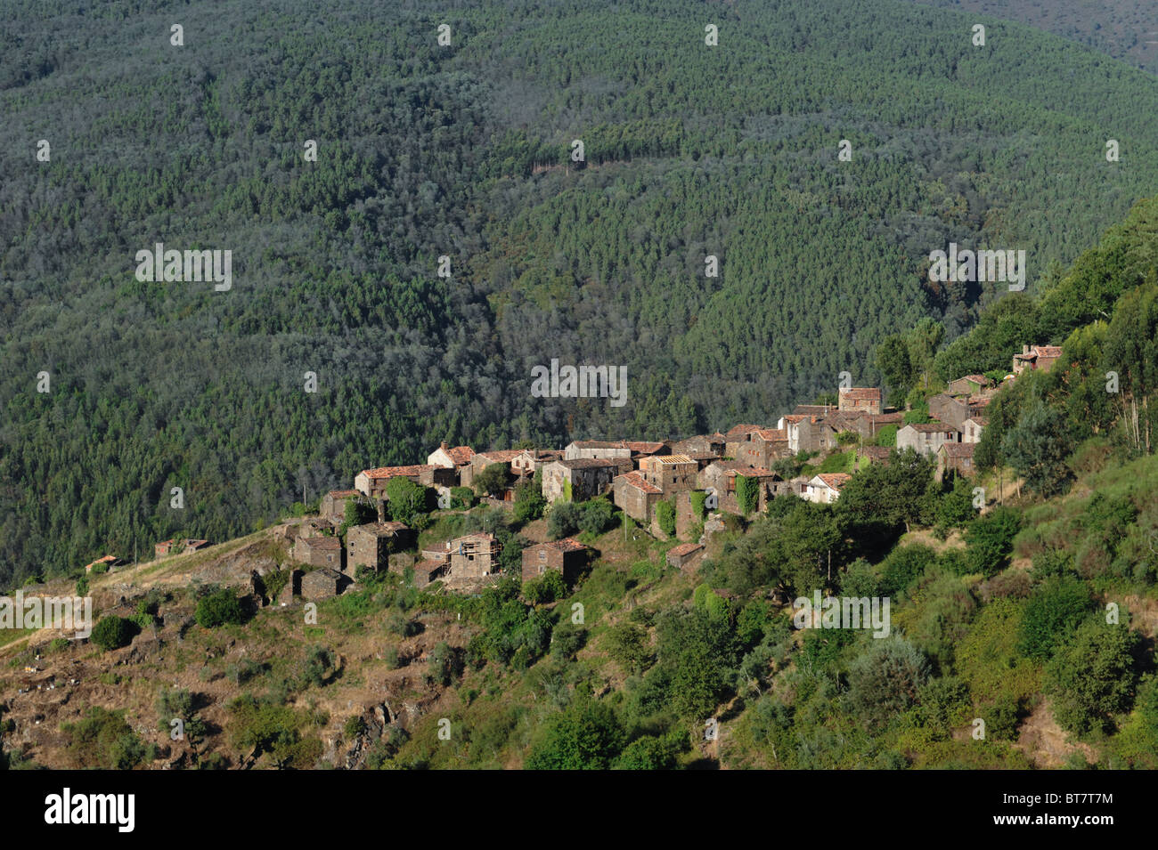 View of isolated village Talasnal in Serra da Lousã, central Portugal - Stock Image