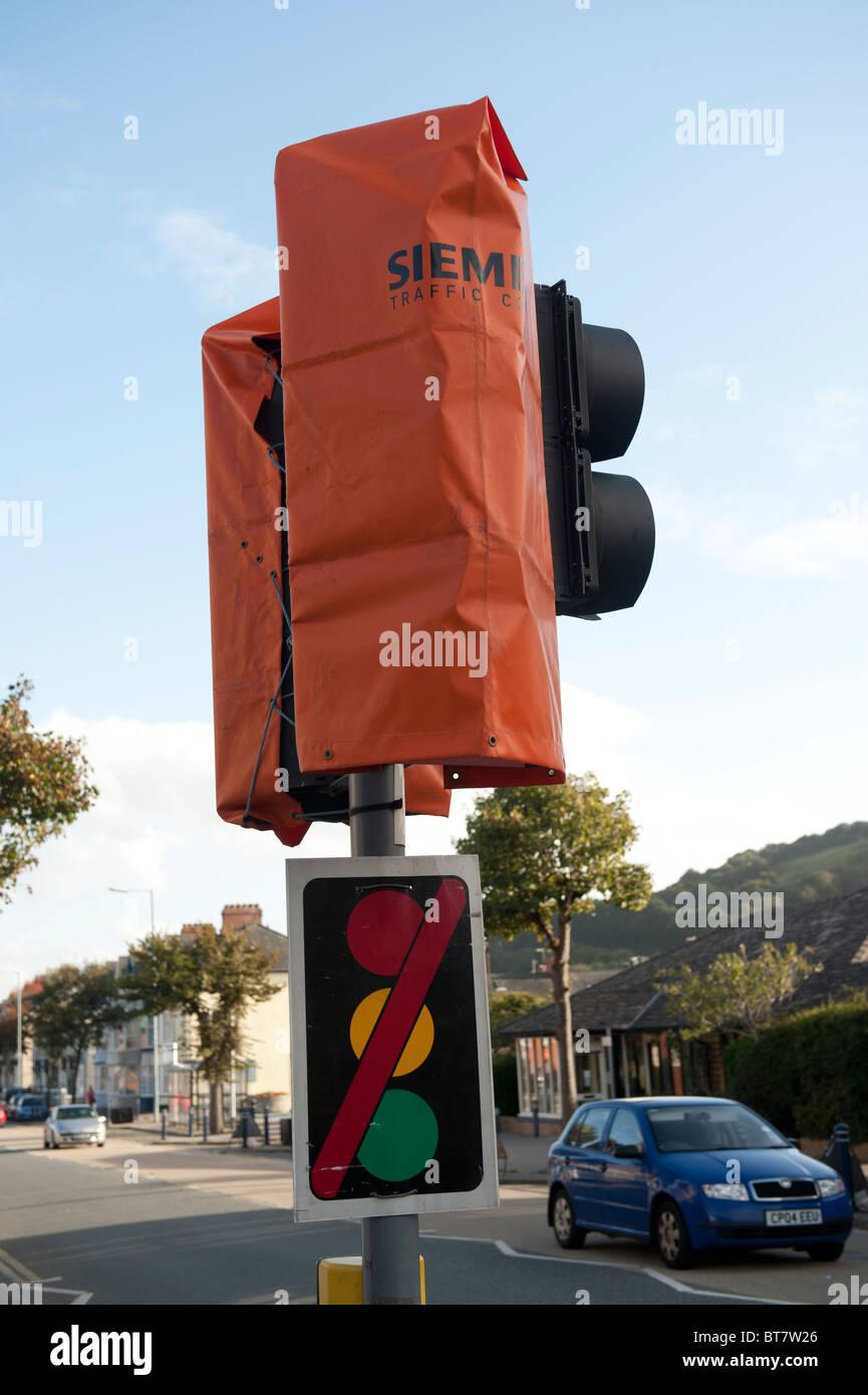 Out of order Siemens traffic light UK - Stock Image