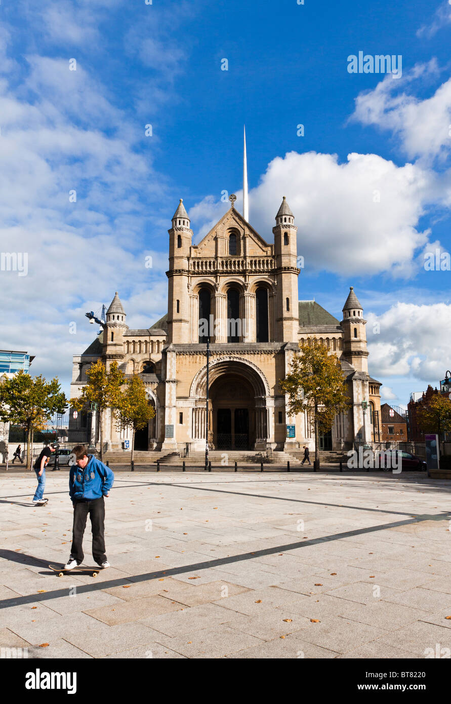 Skateboarders in Writers Square. Belfast Cathedral, St Annes - Stock Image