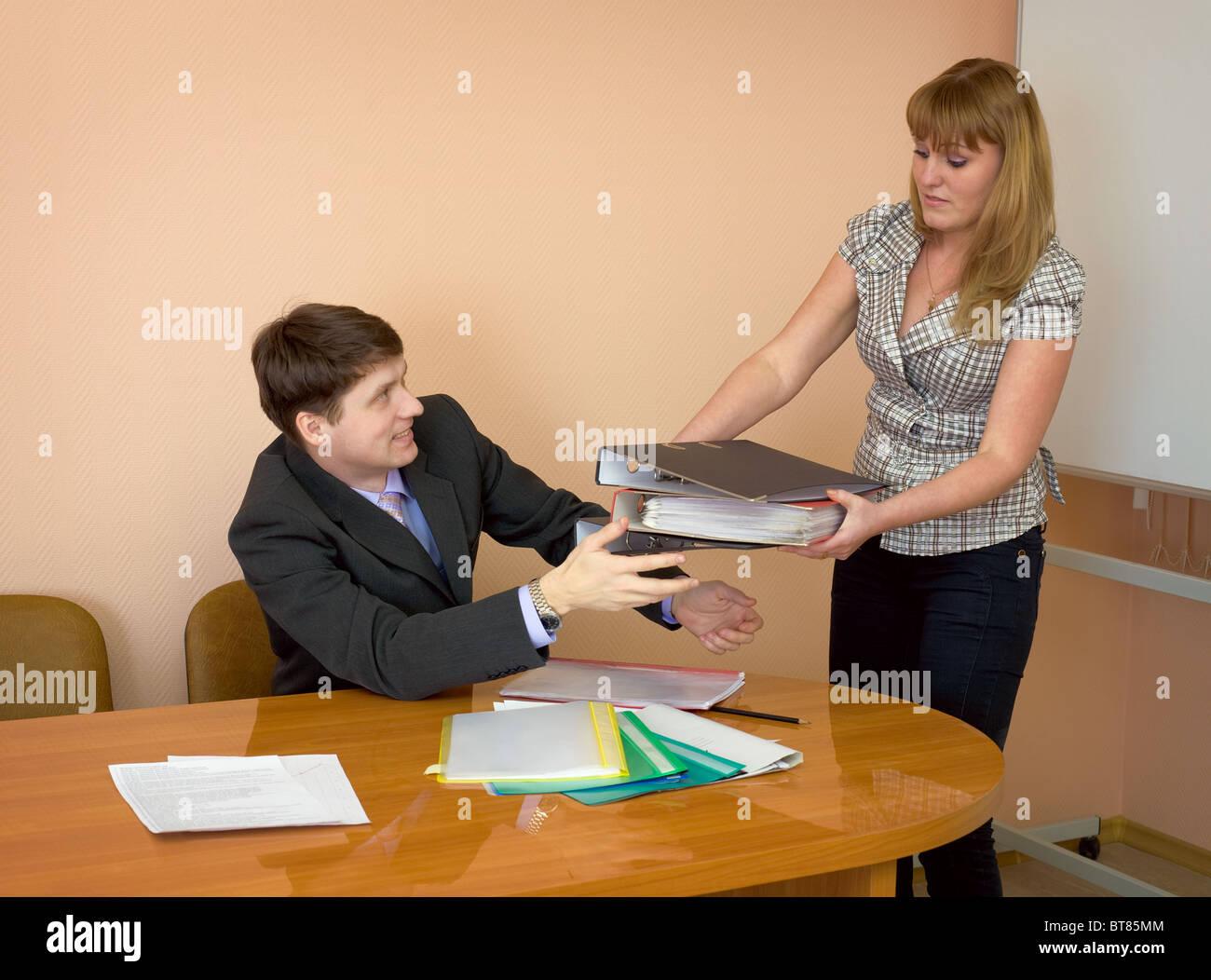 секретарша приносит кофе фото фильмы интересные