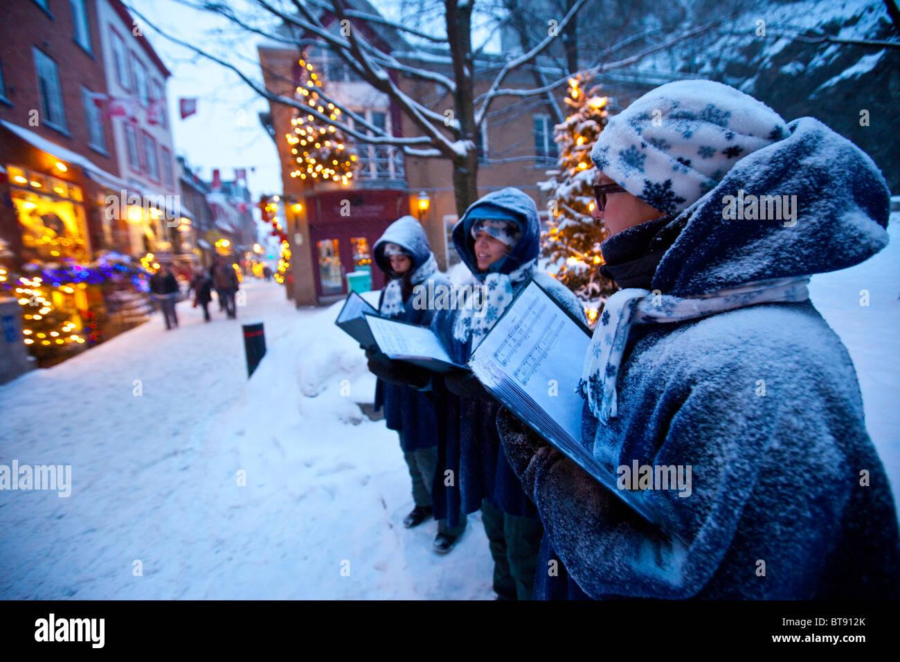 Christmas Caroling Snow Stock Photos & Christmas Caroling Snow Stock ...