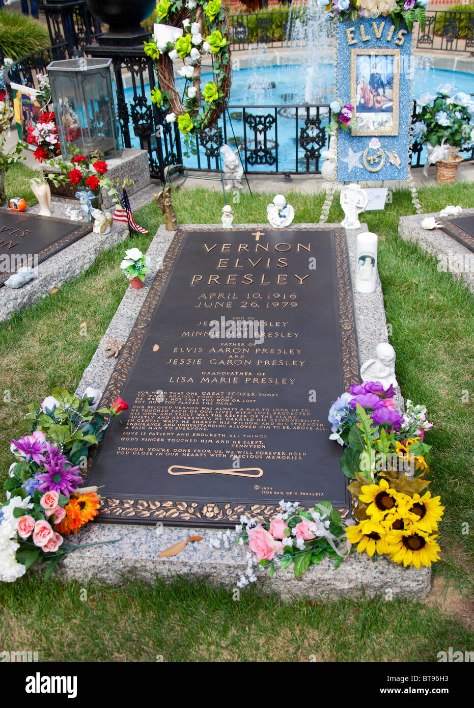 Grave Of Vernon Presley Father Of Elvis In The