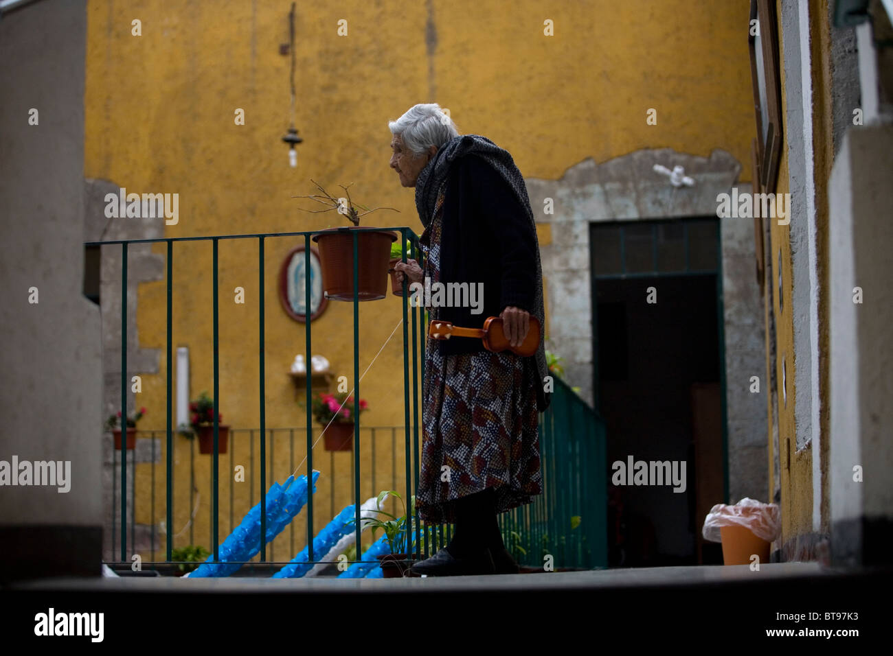 Isabel Alarcon, 99, walks in Our Lady of Guadalupe Home for the Elderly, Mexico City, September 27, 2010. - Stock Image