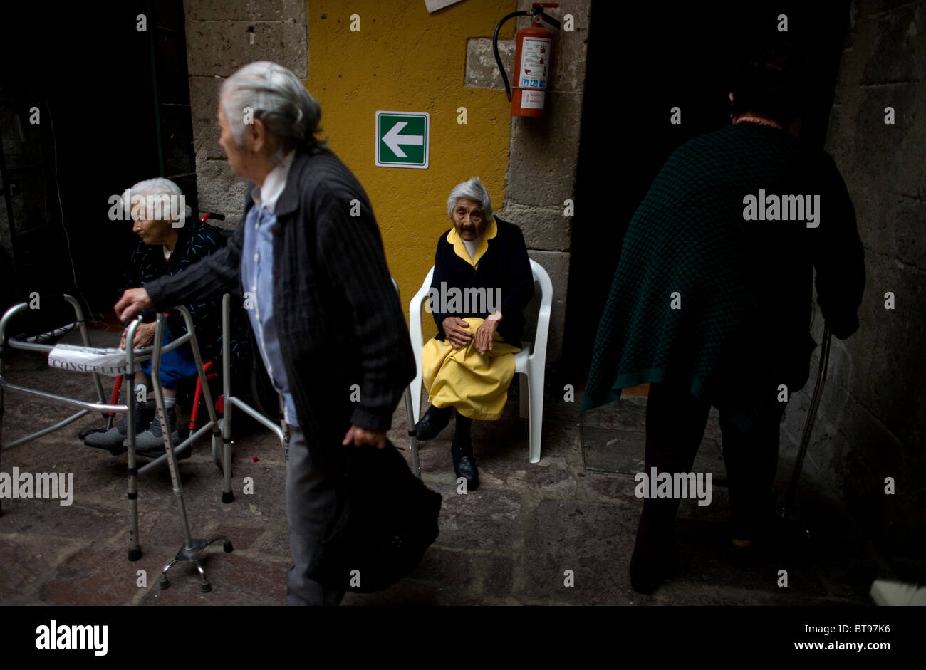 Elderly women walk in the patio of Our Lady of Guadalupe Home for the Elderly, Mexico City, September 28, 2010. - Stock Image