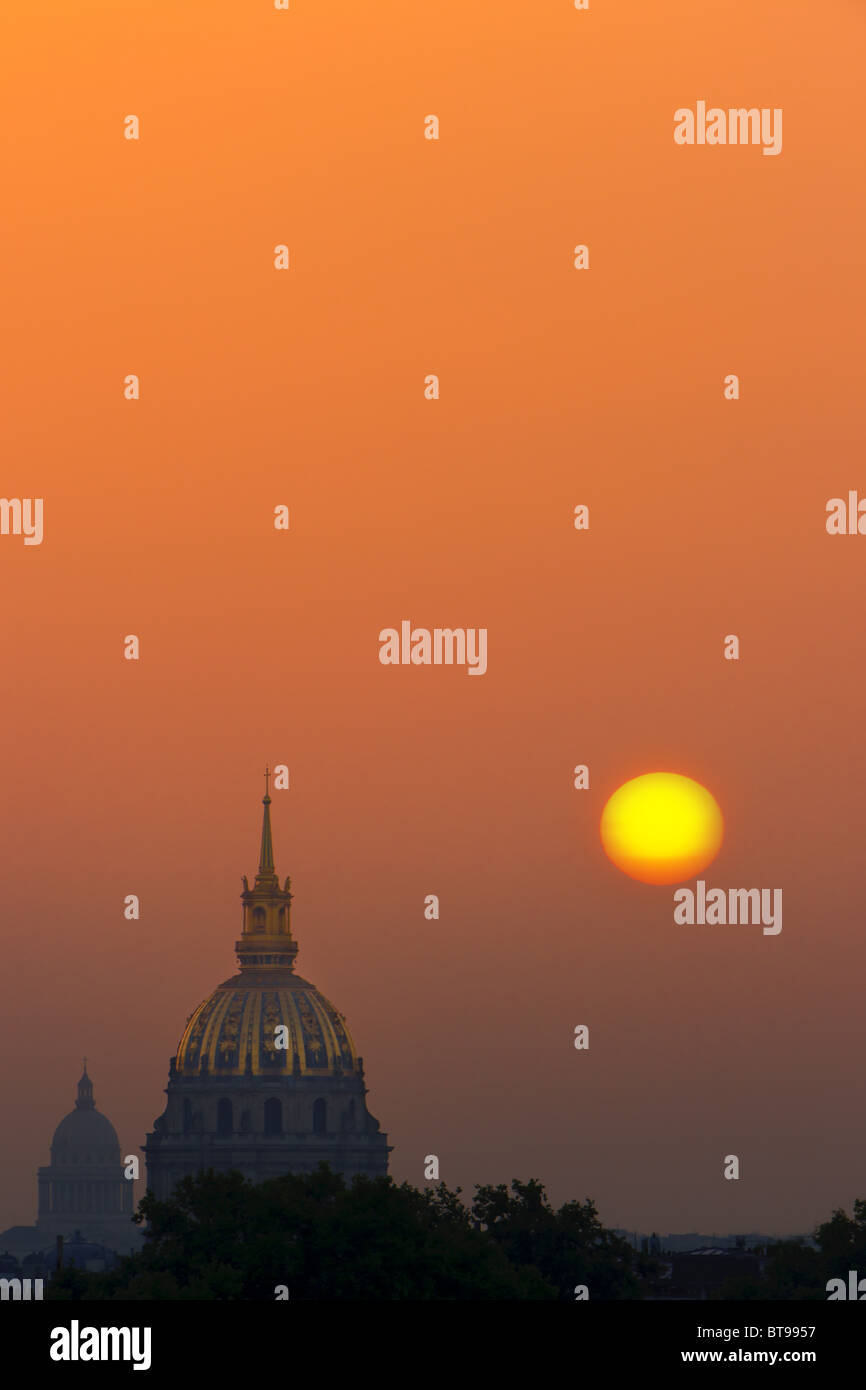 Sunrise in Paris view from the Trocadero on Les Invalides - Stock Image