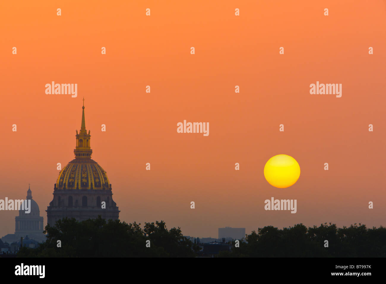Sunrise in Paris with view from the Trocadero on Les Invalides - Stock Image