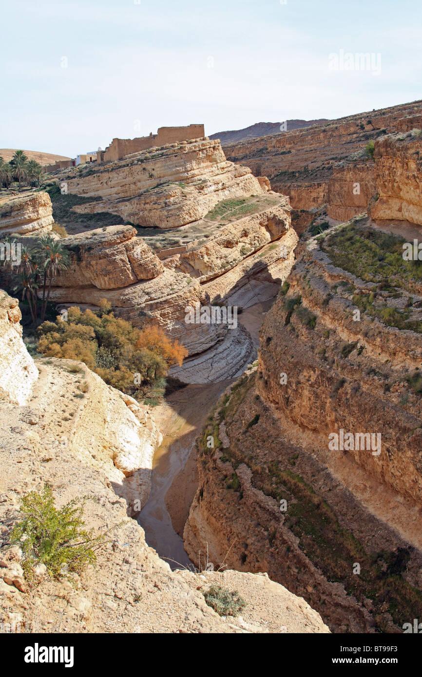 Desert scenery, near Tamerza, in the Sahara desert of western Tunisia - Stock Image